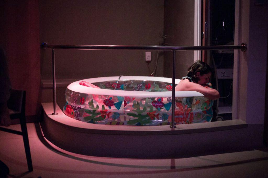 parto na banheira, trabalho de parto, dor do parto, alívio da dor